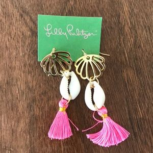 Lilly Pulitzer Palms Up Dangle Tassel Shell Earing